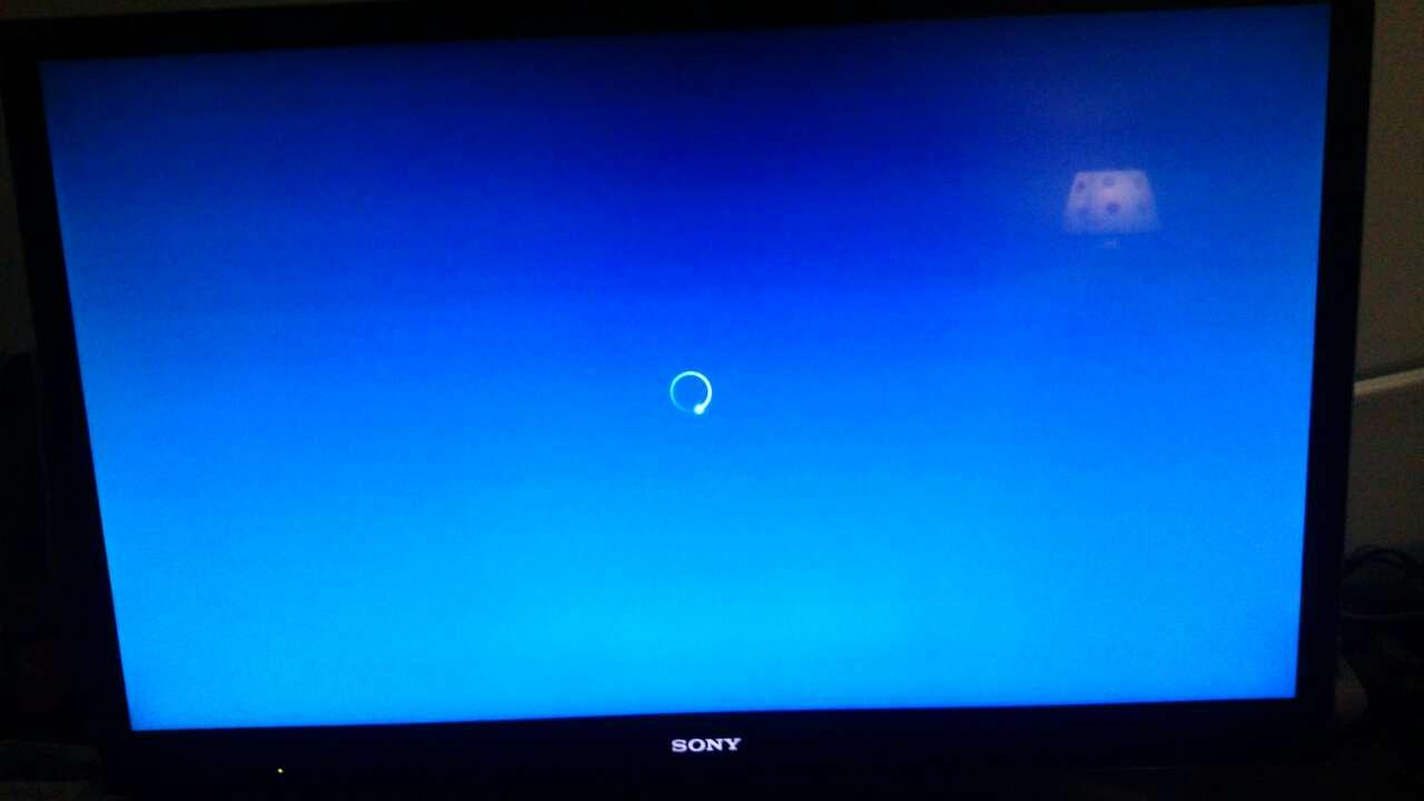 在Q5设置收看电视的应用在开机后启动,刚开始好好的,隔了几天突然只有声音了,屏幕为蓝屏,这是神马情况?有人遇到过吗?而且不论换哪个电视应用都是这情况,肿么办?试了HDP和电视家都是这情况。非要退要主页上,再进入电视应用,这时候都是正常的。恢复出厂设置也试过了,隔一天开机后就又不行了,不知道为什么。